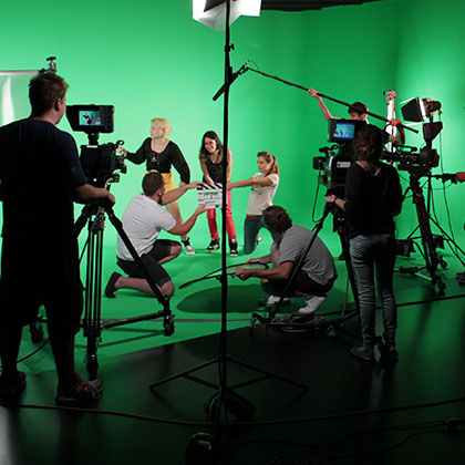 How does a green screen actually work?